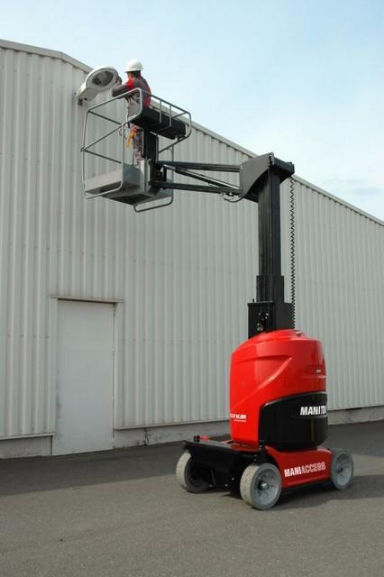 Vertikalne-dvižne-ELEKTRIČNE-ploščadi-platforme-model-100VJR