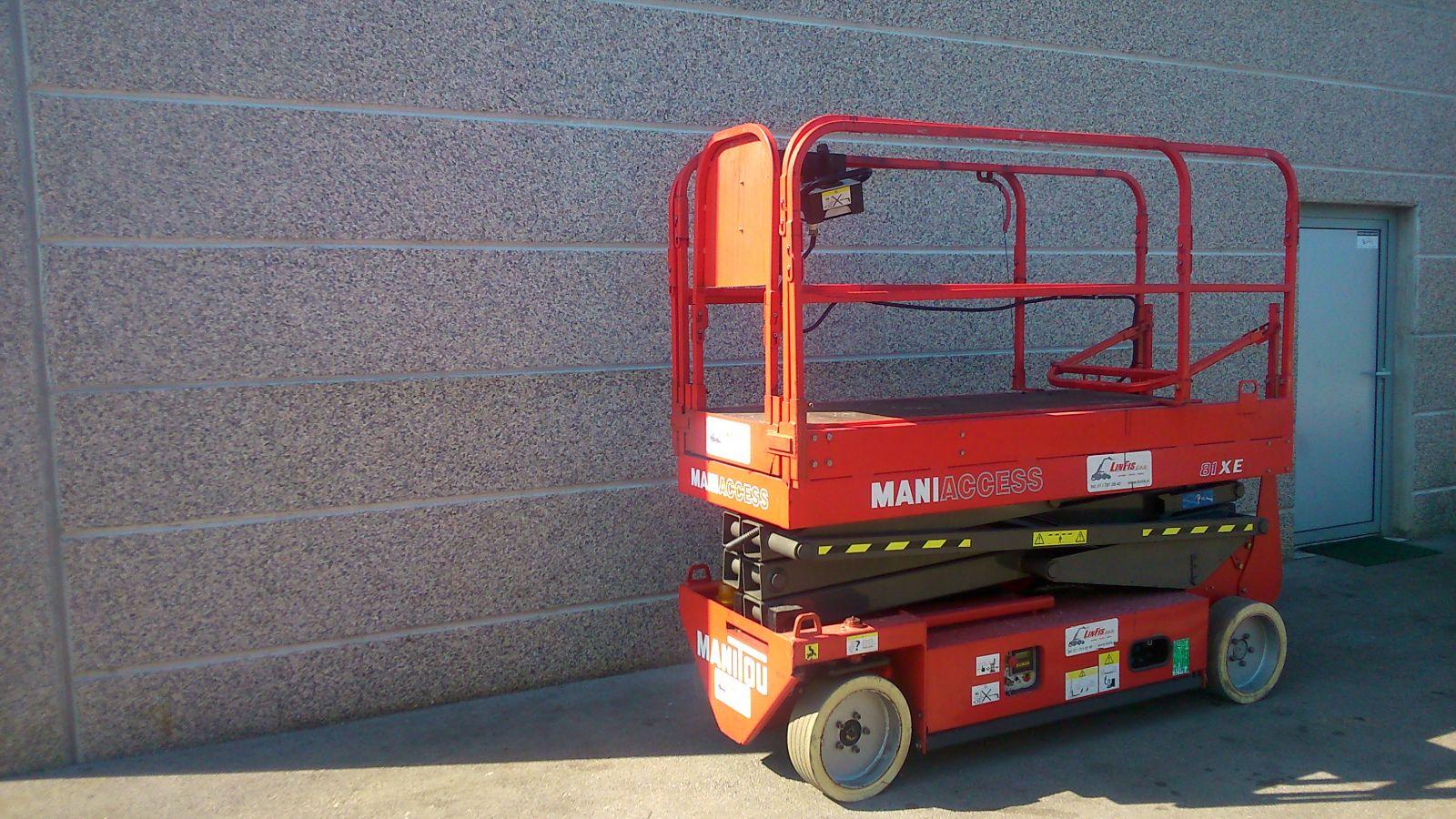 Rabljena-električna-dvižna-ploščad-MANITOU-model-81_XE