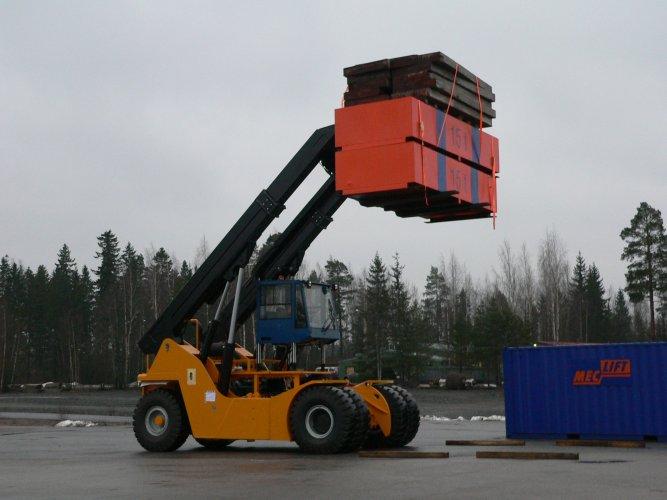 Specialni-kontejnerski- teleskopski-viličar-ML_5012_R-Meclift